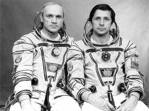 Definitivní posádka Sojuzu T-13: Džanibekov, Savinych