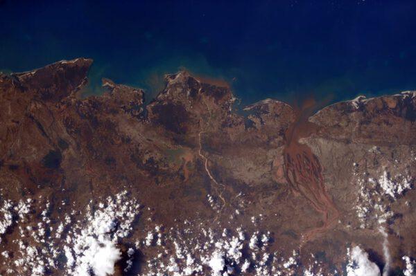 """""""Ještě jednou Madagaskar - na tomto kousku pobřeží vypadá docela vyprahle."""""""