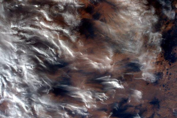 """""""Vítr maluje pomocí mraků nad Jižní Amerikou."""""""