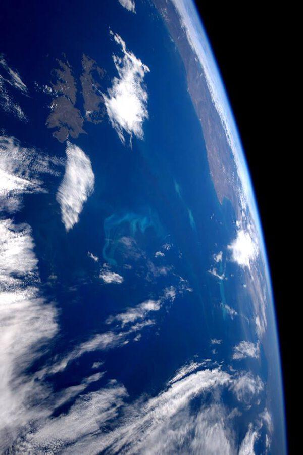 """""""Živé barvy v Atlantském oceánu během toho, co míjíme Falklandy."""""""