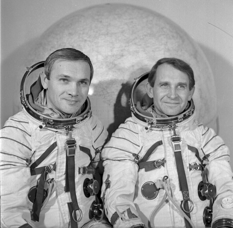 Posádka Sojuzu-27: Džanibekov, Makarov