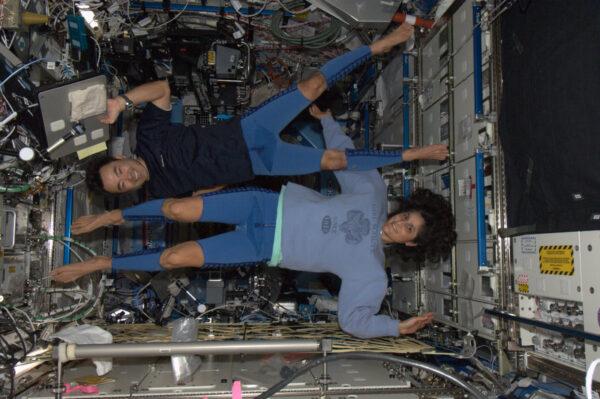 Suni a Aki se připravují na návrat na Zemi.