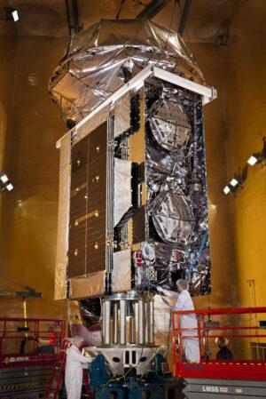 Satelit MUOS-3 během pozemních příprav