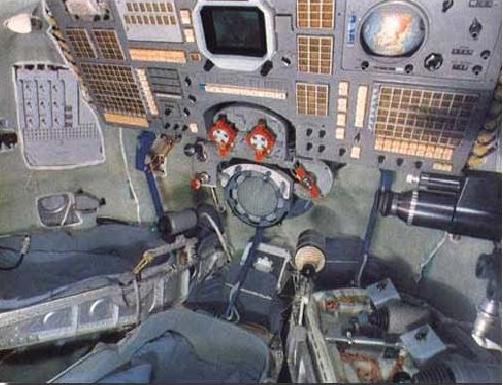 Trenažér v úpravě pro Sojuz T-13 . Zdvojené páky řízení jsou zřetelné vpravo dole.
