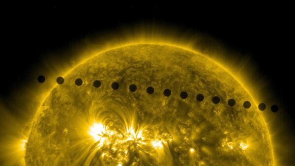 Přechod Venuše: 5. a 6. června 2012sledoval přístroj AIA vzácný přechod Venuše, která z pohledu od Země přecházela přes sluneční disk. Tohle je složený snímek, který ukazuje cestu planety. Vědci využili naměřených dat jednak ke kalibraci kamer, ale také ke studiu zastíněné strany planety. Zajímalo je, jak se slunce šíří z jednoho obrazového bodu na sousední. Příští přechod Venuše přes sluneční disk pozorovatelný ze Země přijde 11. prosince roku 2117.