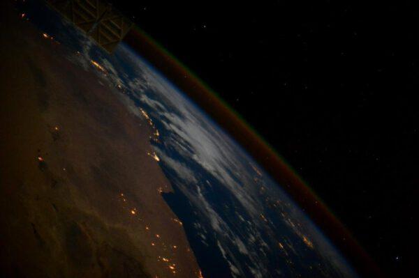"""""""Otočila jsem se, abych naposledy zachytila pohled na Středozemní moře během našeho přeletu nad Egyptem."""""""