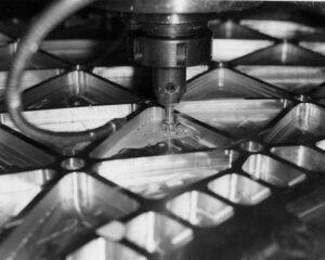 Výroba isogrid panelů frézováním