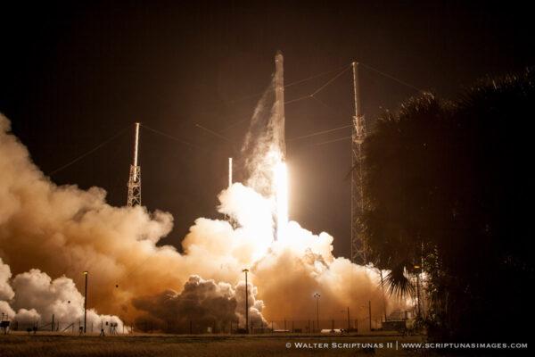 Falcon 9 při startu