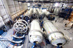 Výroba raket Falcon začíná být sériová