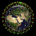 Jedna z možností, jak by mohla flotila malých satelitů kroužit kolem Země - realita ale může být ve výsledku jiná.