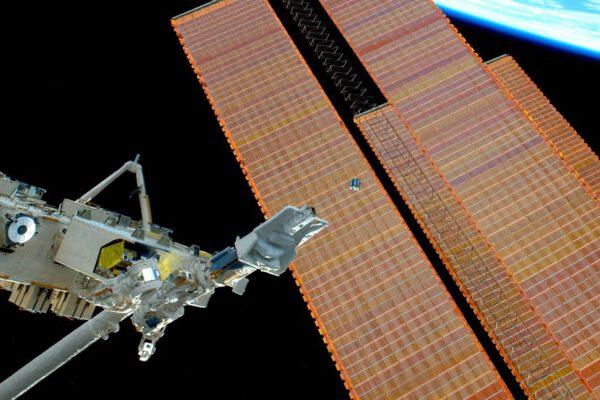 Máte jen jednu příležitost vyfotit to správně a ten satelit, jakmile je vypuštěn, letí pryč docela rychle!