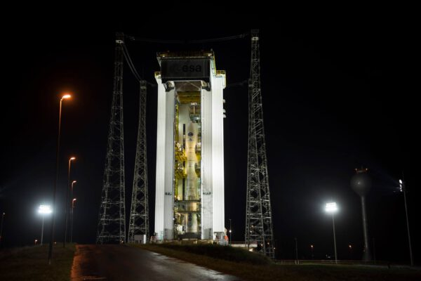 Raketa Vega na startovní rampě