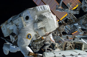 Terry Virts při EVA na ISS
