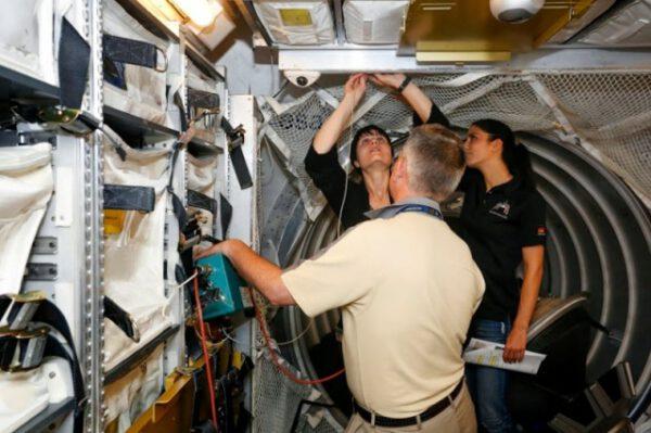 Musíte nainstalovat vzduchový filtr a nechat jej naplno čistit atmosféru ATV po několik hodin.