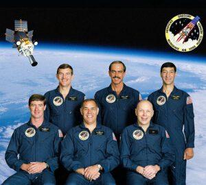 Parta z STS-44 (zleva: Hendricks, Voss, Gregory, Hennen, Musgrave, Runco)