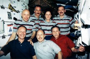 Nadšená posádka po úspěšné opravě Hubblu