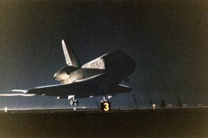 Endeavour triumfálně přistává po misi STS-61