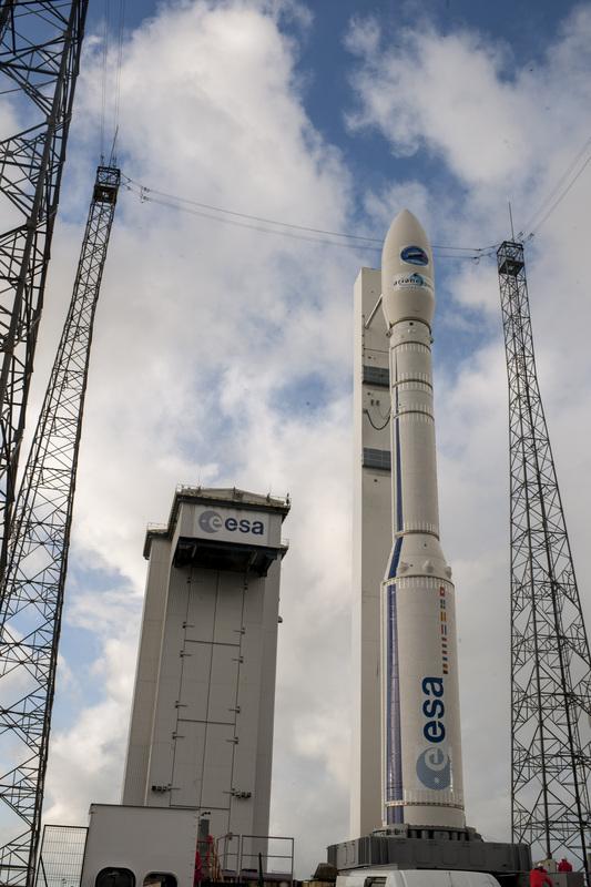 První tři stupně nosiče Vega jsou na tuhá paliva. Jedině horní stupeň využívá palivo kapalné