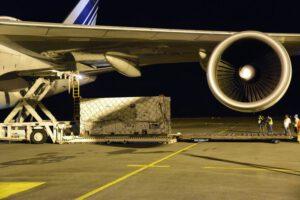 Vykládání kontejneru s družicemi Galileo
