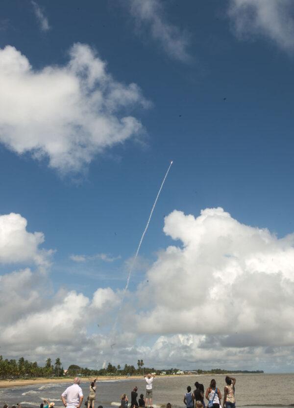 Dívat se na start rakety a přitom si máchat nohy v rovníkovém oceánu, co může být lepšího?