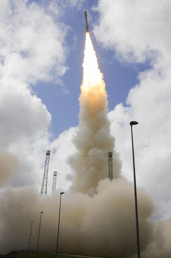Vega váží při startu 137 tun