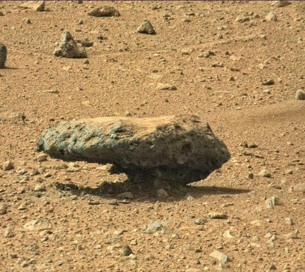 Další kámen, který vzdoruje gravitaci.