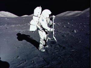 Schmitt během práce na povrchu