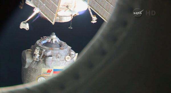 Je 11. března 23:44 našeho času a Sojuz TMA-14M  se odděluje od ISS. Končí 42. dlouhodobá expedice a začíná ta s pořadovým číslem 43.