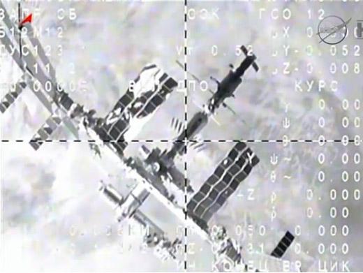 Pohled na ISS ze vzdalujícího se Sojuzu
