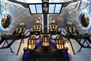 Návrh uspořádání sedadel lodi Dragon pro sedm astronautů