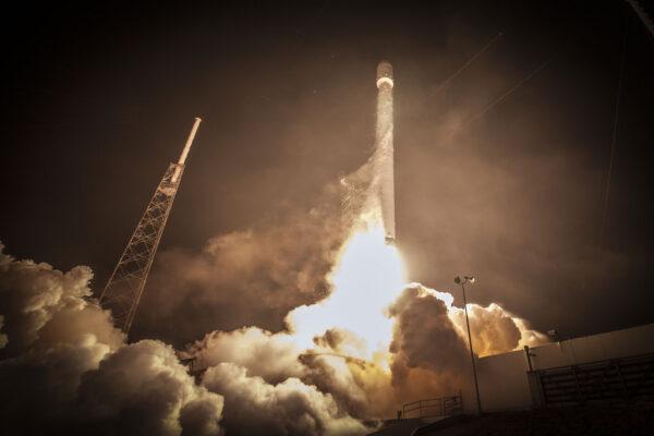 Start Falconu 9 s družicemi ABS 3A a EUTELSAT 115
