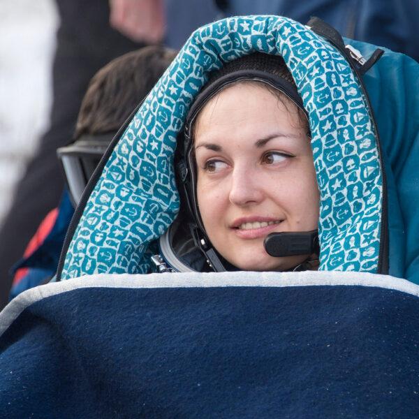 Jelena Serovová - po mnoha letech nová ruská kosmonautka zvládla svůj premiérový let do vesmíru, který trval 167 dní. I ona zamíří do Hvězdného městečka u Moskvy.