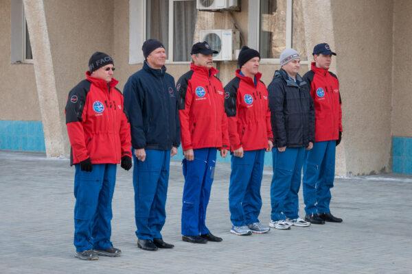 Společná fotka hlavní a záložní posádky Sojuzu TMA-16M
