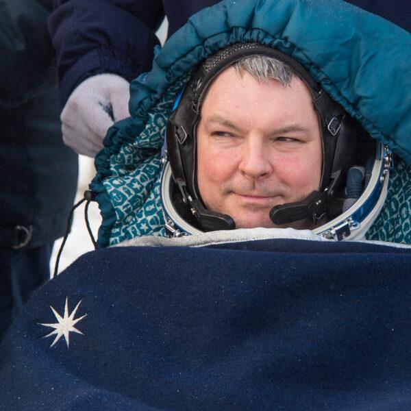 Alexander Samokuťajev už ve stavu beztíže prožil  331 dní. Velitel lodi Sojuz  se v dalších hodinách a dnech vrátí do Hvězdného městečka u Moskvy.