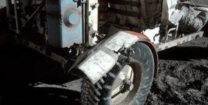 Improvizovaná oprava blatníku na začátku EVA2