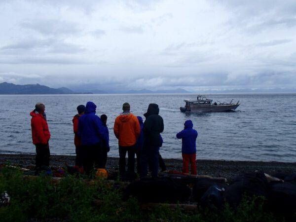 Loď nás zanechala na ostrově Knight Island.
