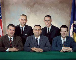 Oficiální foto první skupiny astronautů-vědců (zleva: Michel, Garriott, Schmitt, Gibson, Kerwin)