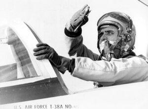 Jack Schmitt v kokpitu T-38