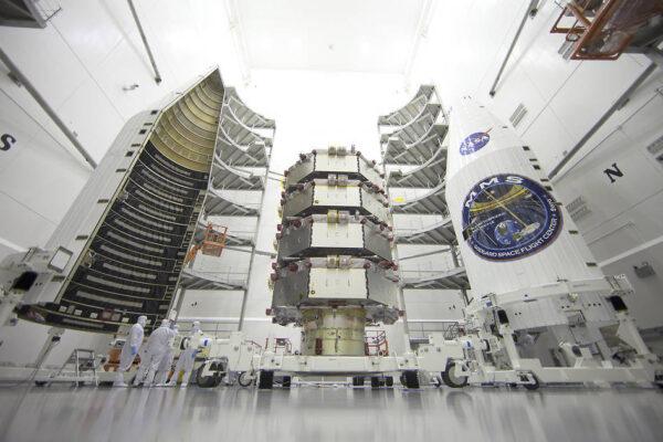 Družice MMS před uzavřením do ochranného krytu zdroj: nasa.gov