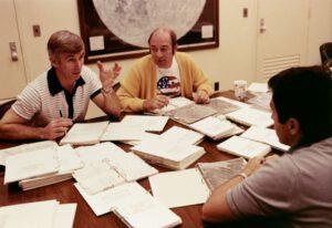 Posádka Apolla 17 během předstartovních příprav