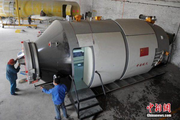 Model stanice Tiangong-1 v měřítku 1:1.