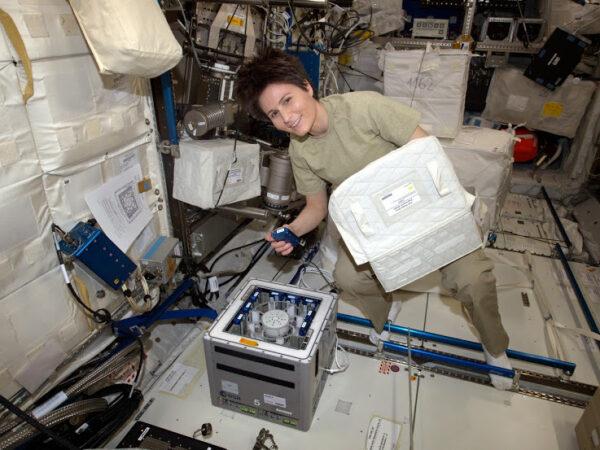 Kubik jsem umístila v modulu Columbus, aby okamžitě mohl začít podporovat experimenty Cytospace a NATO.