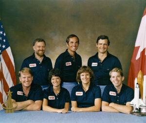 Posádka STS-41-G: (zleva)McBride, Scully-Power, Ride, Crippen, Sullivan, Garneau, Leestma