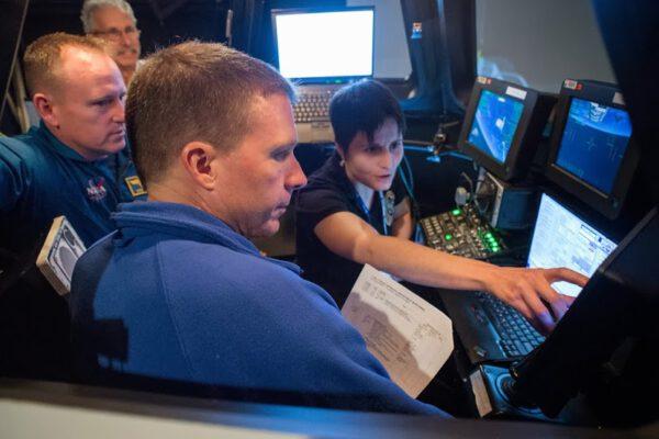 Simulátor robotické paže Canadarm2 se nachází v Kanadě.