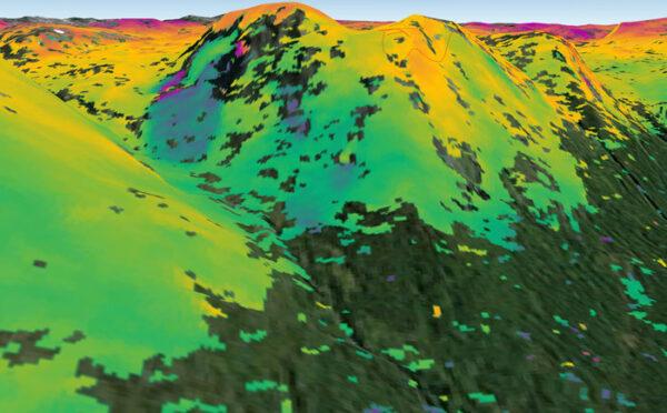 Riziko sesuvů půdy u norského města Kåfjord . Za 24 dní se půda pohnula o zhruba 1 centimetr.