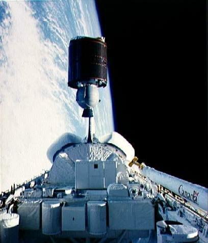 Anik C2 opouští nákladový prostor Challengeru