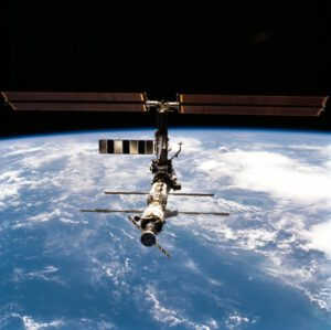Pohled na ISS během odletu Discovery