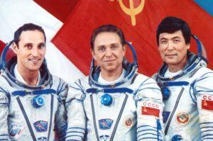 Posádka Sojuzu TM-13 (zleva: Viehböck, Volkov, Aubakirov)