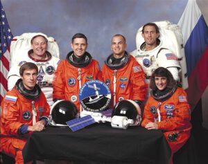 Posádka STS-88: (zleva) Krikaljov, Ross, Cabana, Sturckow, Newman, Currie