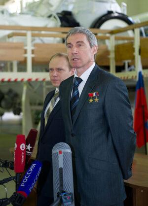 V nové roli velitele výcvikového střediska (v pozadí zástupce Oleg Kotov)